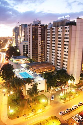 A view of the pool at Carlton Hotel Brasilia or nearby