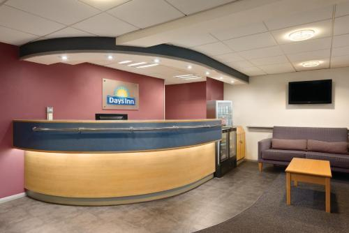 The lobby or reception area at Days Inn Hotel Sheffield South