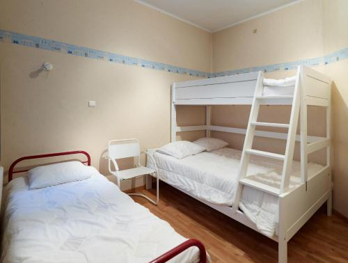 A bunk bed or bunk beds in a room at Residentie Kursaal