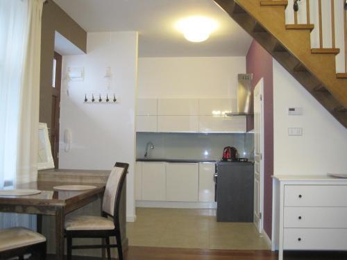 Kuchyňa alebo kuchynka v ubytovaní Cozy Flat Hlavna