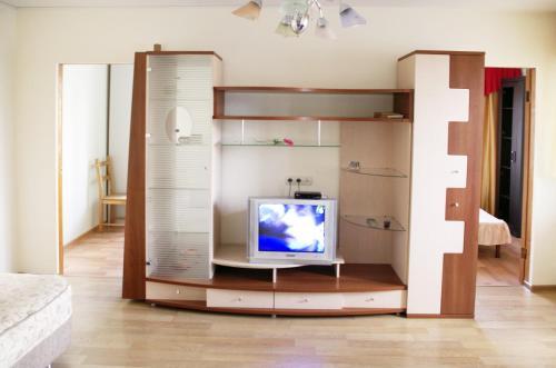 Телевизор и/или развлекательный центр в Apartment U Dendrariya