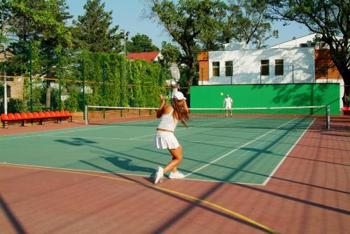 Tennis and/or squash facilities at Primorie Grand Resort Hotel 5* or nearby