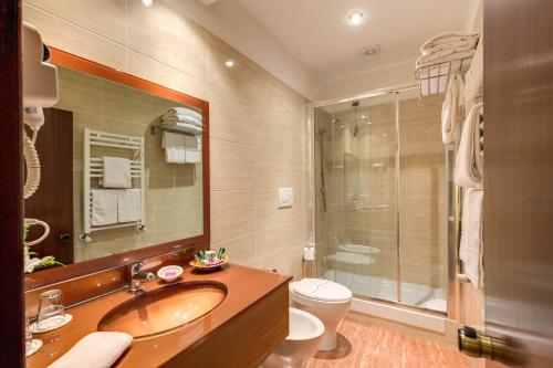 Hotel Impero tesisinde bir banyo