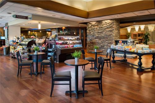 A restaurant or other place to eat at DoubleTree by Hilton Seattle Airport