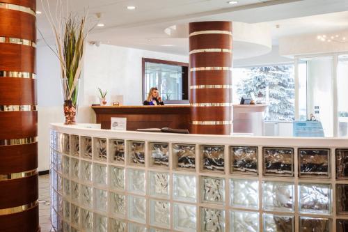 De lobby of receptie bij Hotel Donizetti