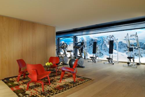 The fitness center and/or fitness facilities at Crystal Hotel superior