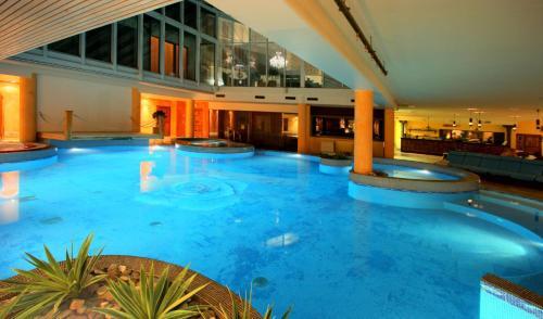 Бассейн в Grand Rose SPA Hotel или поблизости
