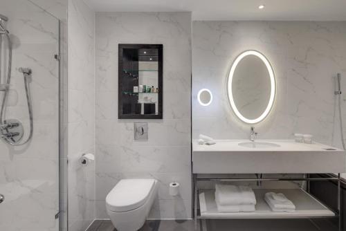 Un baño de Hilton London Euston