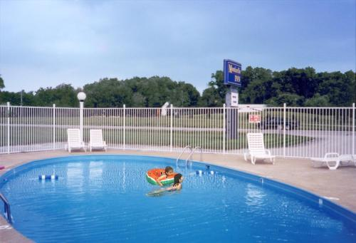 The swimming pool at or near Monticello Inn - Monticello, Indiana