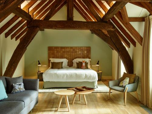 A bed or beds in a room at La Demeure Du Parc