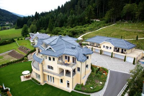 Blick auf Villa Victoria aus der Vogelperspektive