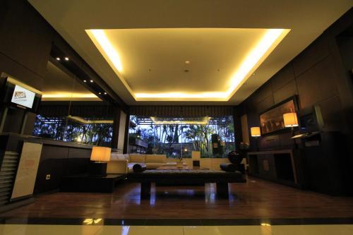 The lounge or bar area at Grand Setiabudi Hotel