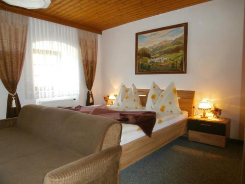 Ein Bett oder Betten in einem Zimmer der Unterkunft Gasthof zum Löwen