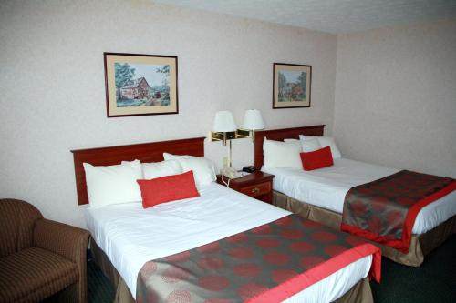 A bed or beds in a room at Ramada by Wyndham Strasburg Dover