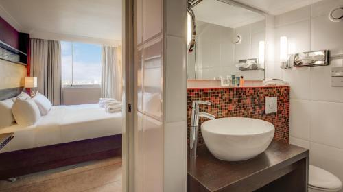 A bathroom at Hilton Leeds City