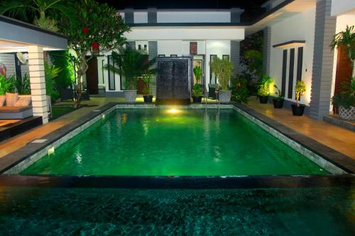 Piscine de l'établissement Villa Rumah Putih Abu Abu ou située à proximité
