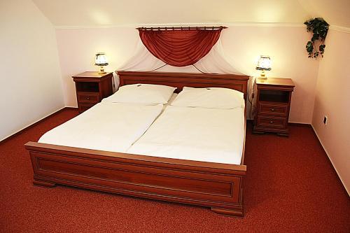 Кровать или кровати в номере Hotel Excellent