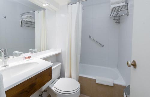 Un baño de Hotel Don Luis Puerto Montt