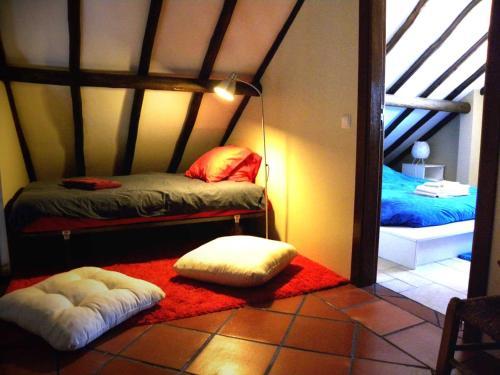 A bunk bed or bunk beds in a room at Quinta das Malhadas