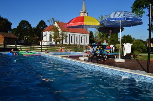 A piscina localizada em Pousada Pinhal Alto ou nos arredores