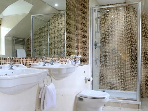 A bathroom at Macdonald Pittodrie House