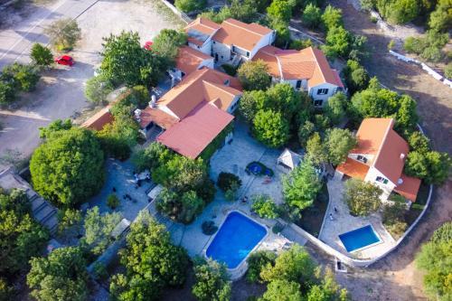 A bird's-eye view of Rooms & Villas Nono Ban