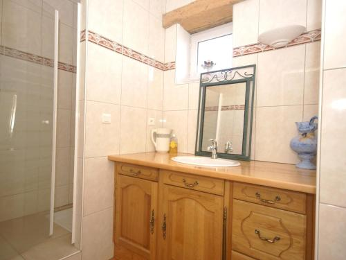 A bathroom at Holiday Home in Conilhac-de-la-Montagne with Pool