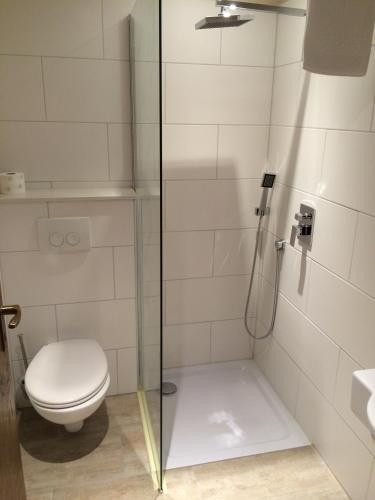A bathroom at Landhotel Restaurant Schützenhof
