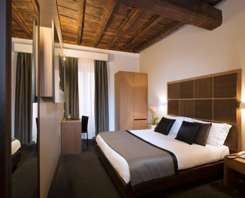 A bed or beds in a room at Hotel Trevi - Gruppo Trevi Hotels