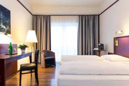 A bed or beds in a room at Mercure Hotel Bad Oeynhausen City