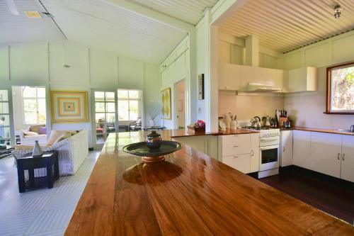 A kitchen or kitchenette at Cow Bay Hilltop Escape
