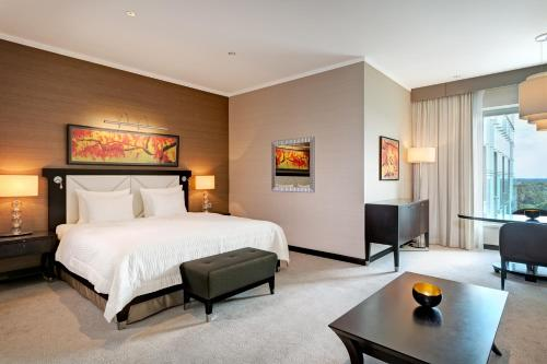 A bed or beds in a room at Grand Hotel River Park, A Luxury Collection Hotel