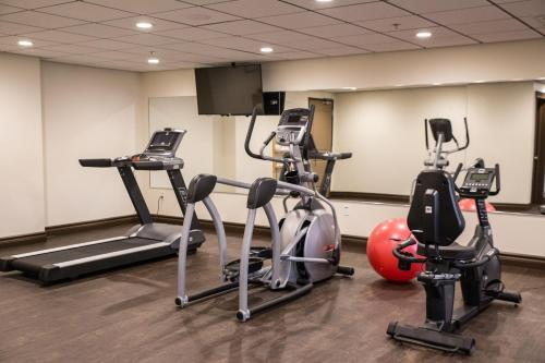 The fitness center and/or fitness facilities at Chateau Nova Peace River