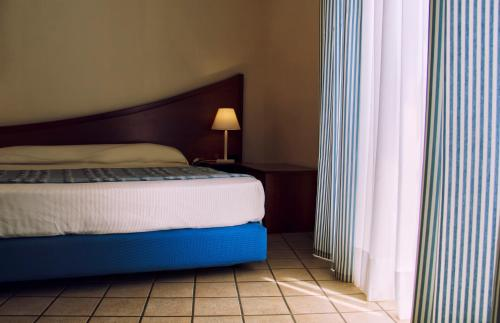 A bed or beds in a room at Hotel Sirenetta