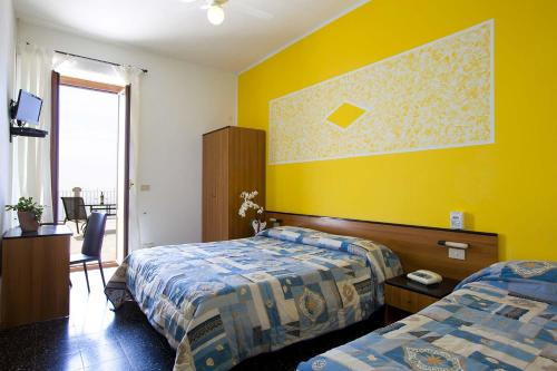 A bed or beds in a room at Hotel Due Gemelli