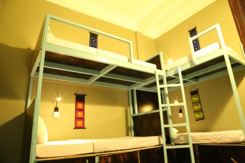 A bunk bed or bunk beds in a room at I Bed Hostel