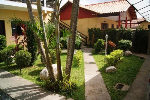 A garden outside Hotel Pousada Vento Leste