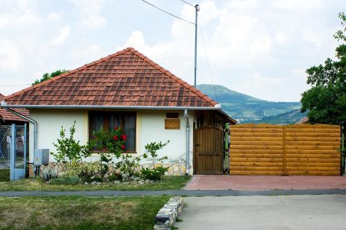 The facade or entrance of Kemencés Vendégház