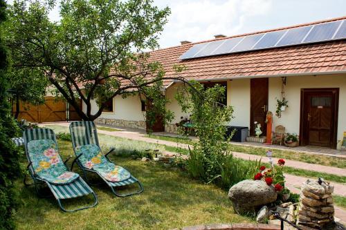 A garden outside Kemencés Vendégház
