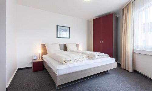 Ein Bett oder Betten in einem Zimmer der Unterkunft EMA House Serviced Apartments Aussersihl