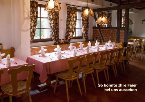 Ein Restaurant oder anderes Speiselokal in der Unterkunft Pension Zum-Ratsherrn