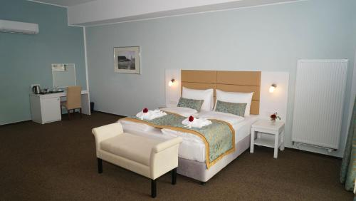 A bed or beds in a room at Hotel Class
