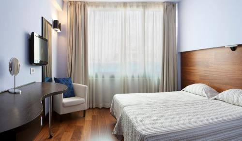 A bed or beds in a room at Athens Center Square Hotel