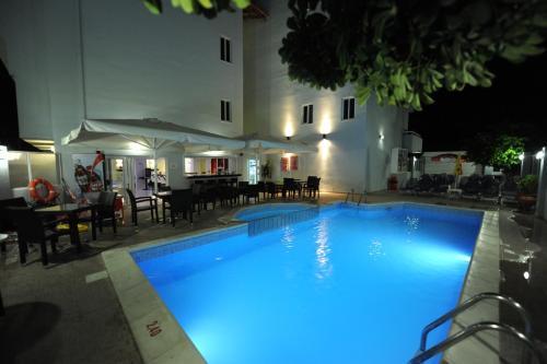 Piscina de la sau aproape de Ialysos City Hotel