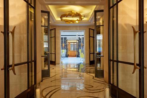 El vestíbulo o zona de recepción de Le Burgundy Paris