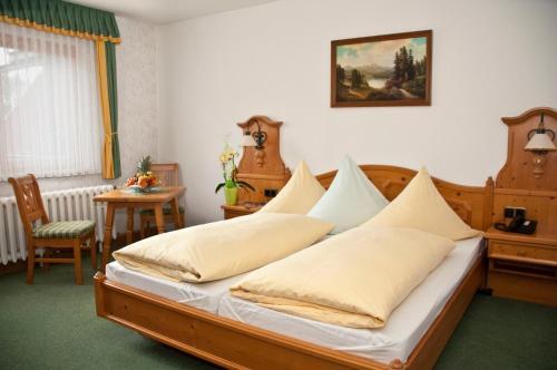 Ein Bett oder Betten in einem Zimmer der Unterkunft Waldhotel Rennsteighof