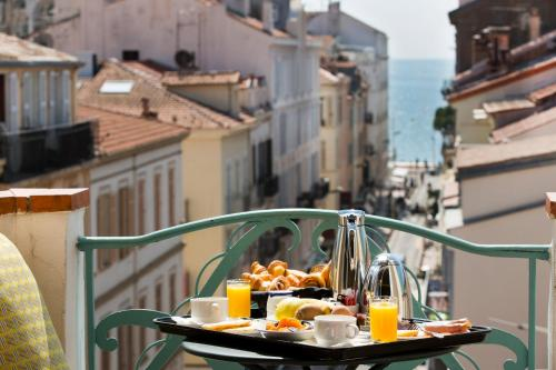 Breakfast options available to guests at Best Western Premier Mondial