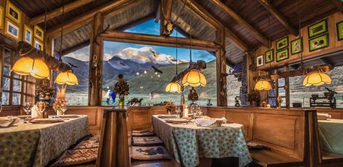 A restaurant or other place to eat at Chimborazo Lodge
