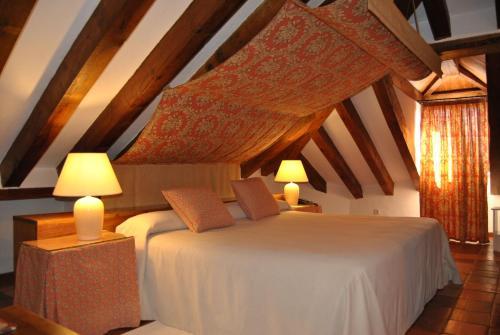 A bed or beds in a room at El Hotel De La Villa