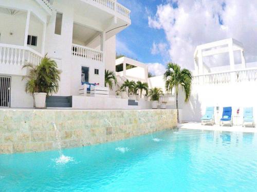 A piscina localizada em Chandon ou nos arredores